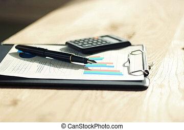 penna, calcolatore, e, finanziario, su, uno, posto lavoro, di, il, uomo affari