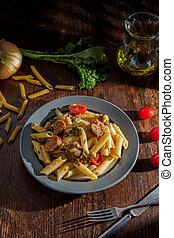 penne, italiano, embutido, broccolini