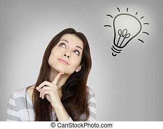 pensée, belle femme, à, idée, ampoule, lampe, au-dessus, isolé, sur, gris, fond