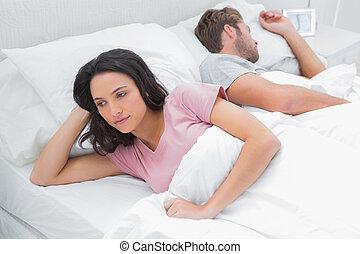 femme elle lit accentu femme elle lit suivant images rechercher photographies et. Black Bedroom Furniture Sets. Home Design Ideas