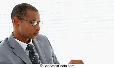 pensée, homme affaires, sien, bureau