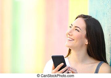 pensée, regarder, téléphone, tenue, girl, côté, heureux