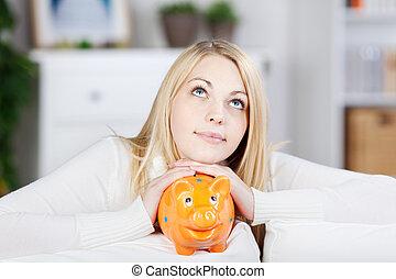 pensamiento de la mujer, joven, cerdito, tenencia, naranja, banco