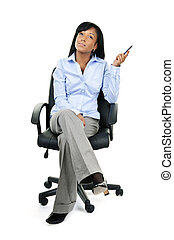 pensamiento, mujer de negocios, sentado, en, silla de la oficina
