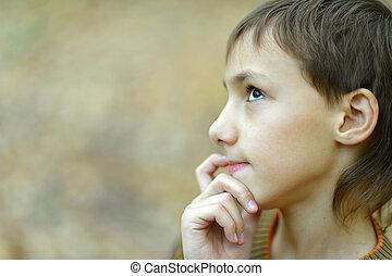 pensamiento, niño, en, otoño, parque