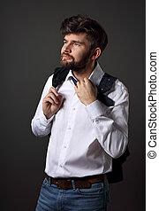 pensando, barbudo, charismatic, homem, em, whirt, camisa, olhar, ligado, cinzento, experiência., closeup, retrato