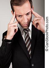 pensando, homem negócios, difícil, jovem