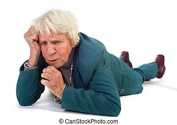 pensando, mulher idosa