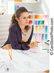 pensativo, desenhista moda, em, escritório