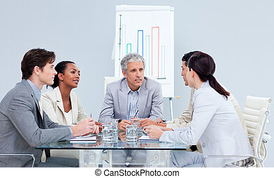 pensativo, equipe negócio, discutir, durante, a, reunião