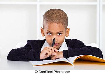 pensativo, estudante primário