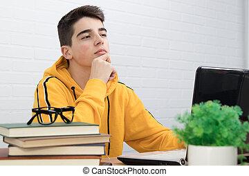 pensativo, laptop, estudante