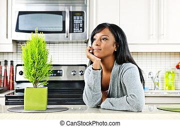 pensativo, mujer, en, cocina