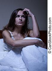 pensativo, mulher, cama, sentando