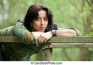 pensativo, mulher, em, natureza