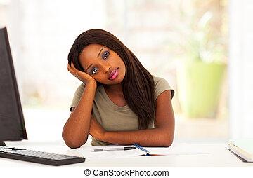 pensieroso, africano, studente università