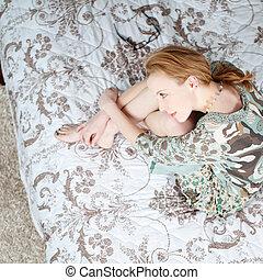 pensieroso, donna, giovane, letto, seduta