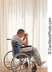 pensif, homme, dans, sien, fauteuil roulant