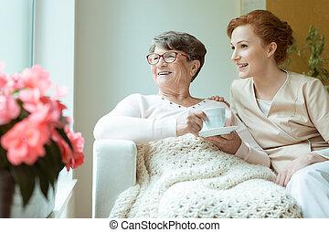 pensionären, tittande, den, fönster