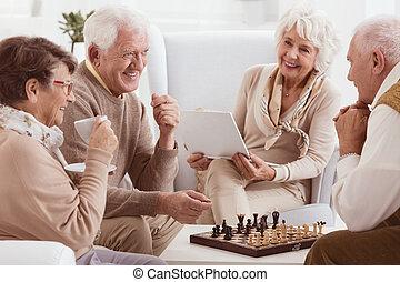 pensionistas, xadrez jogando