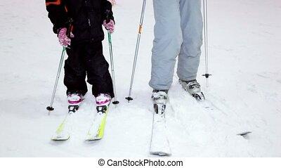 pente, fille, skis, neige, stand, fond, mère
