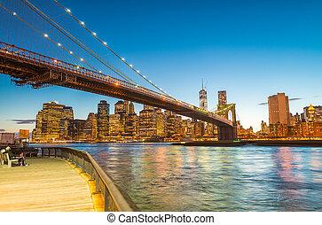 People amazed by sunset over Brooklyn Bridge