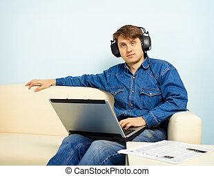 People at home listening to symphonic music with a computer