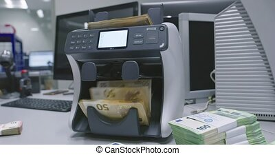 Operating with electronic machine used for counting money