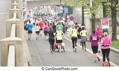 People running at half Marathon