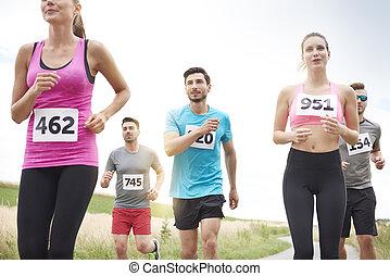 People running in the marathon