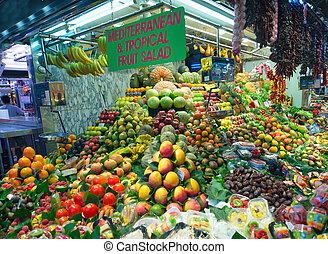 People shopping in the Barcelona La Boqueria Market
