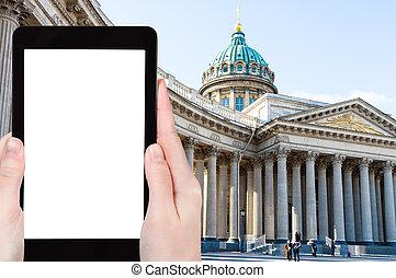 people walk to Kazan Cathedral in Saint Petersburg