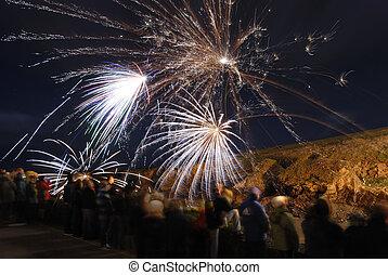 People Watching Fireworks. - Crowd watching large fireworks ...