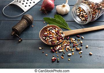 pepe, cipolla, grater., legno, rovesciato, mestolo, macinatore, legumi, fondo, aglio, tabletop, assortimento