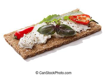 peper, basilicum, knapperig, zachte kaas, brood