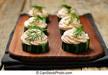 pepino, salmão, mousse, aperitivo