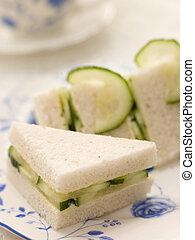pepino, sanduíche, branco, pão, com, chá tarde