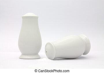 pepper shaker & salt shaker
