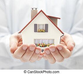 pequeño, casa de juguete, en, manos