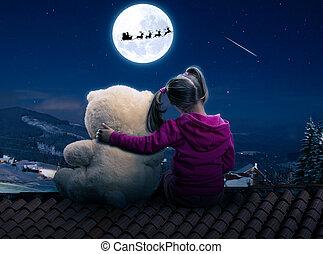 pequeño, lindo, niña, sentado, en, el, techo, con, juguete, oso