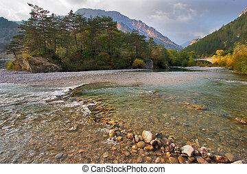 pequeño, montaña, superficial, río