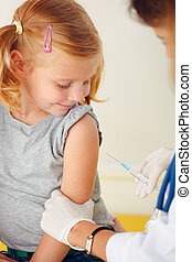 pequeño, pelirrojo, doctor, vacunar, girl.
