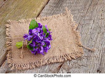 pequeño, ramo, con, pradera, violetas, en, board.