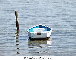 pequeño, sórdido, amarrado, remar el barco