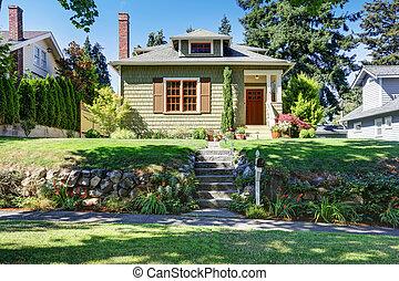 pequeño, verde, norteamericano, artesano, casa, exterior.