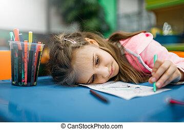 pequeno, adormecido, menina, pátio recreio