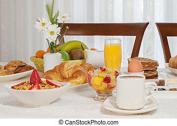 pequeno almoço, cheio