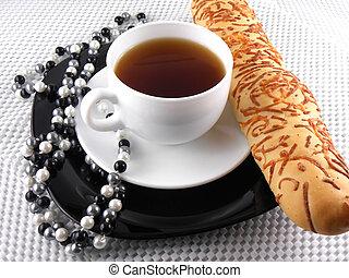 pequeno almoço, com, xícara café, pão doce, e, diamante