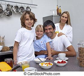 pequeno almoço, tendo, junto, família