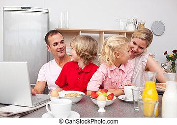 pequeno almoço, tendo, vivamente, junto, família